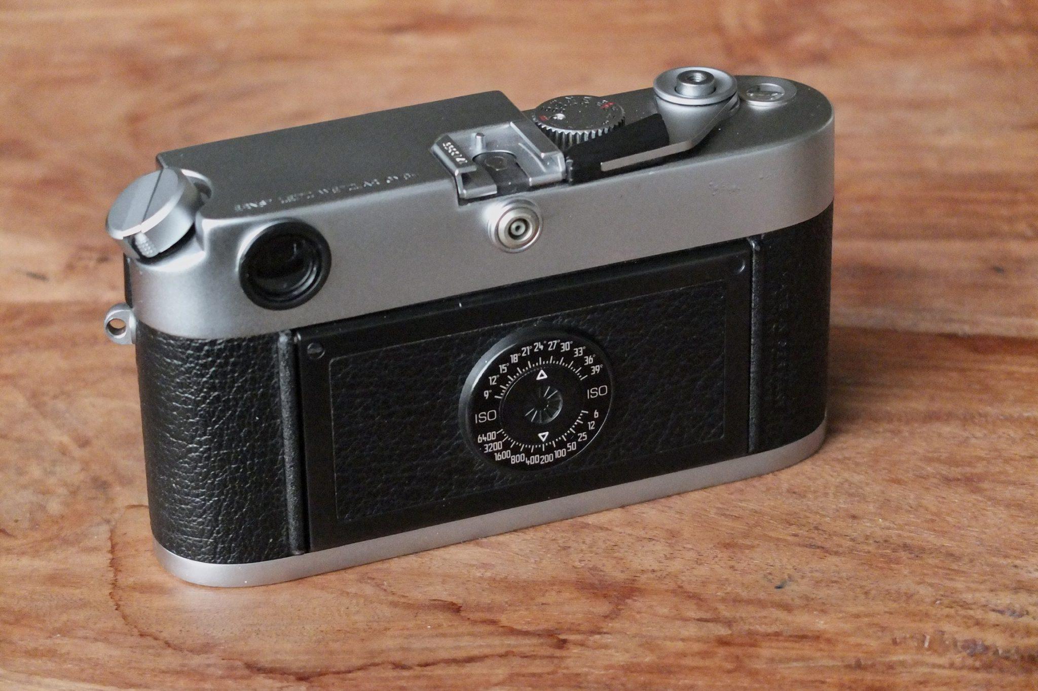 Leica M6 (hinten)