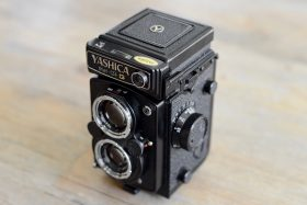 Yashica Mat-124G Front